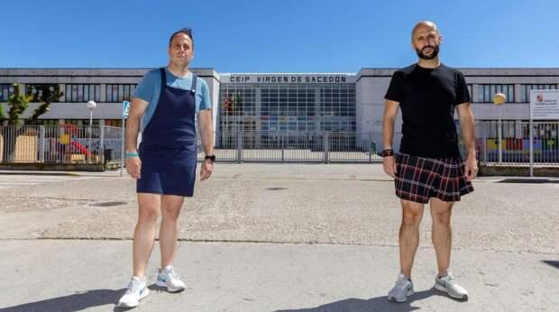 В Испании учителя-мужчины массово выходят на работу в юбках