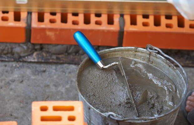 Вот зачем некоторые мастера добавляют шампунь в цементный раствор