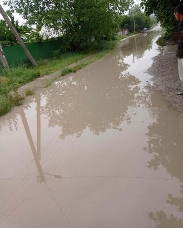 Микрорайон Симферополя уже 20 лет затапливает водой
