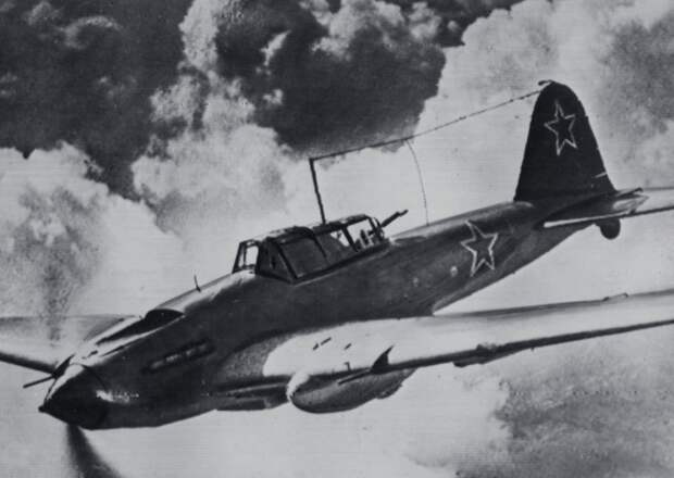 Немецкая радиоигра: «Бегельдинов, отставить атаку. Всей группой возвращайтесь на свой аэродром»