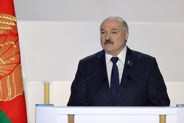 Лукашенко поздравил белорусов с Днем Победы и Днем герба и флага