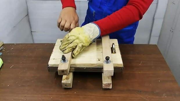Как сделать разделочную доску из пластиковых крышек