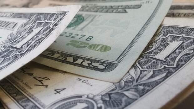 Апрель и май названы лучшими месяцами для покупки долларов