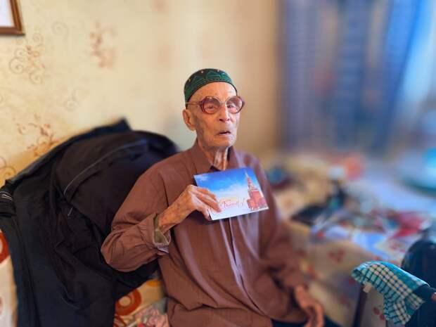 105-летний юбилей ветерана в Удмуртии, лесные пожары в России и захват сквоттерами домов россиян в Испании: что произошло минувшей ночью