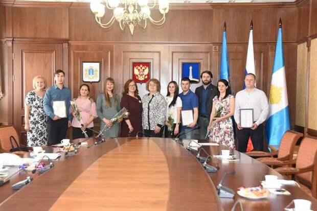 Молодым семьям Ульяновска вручили сертификаты на улучшение жилищных условий