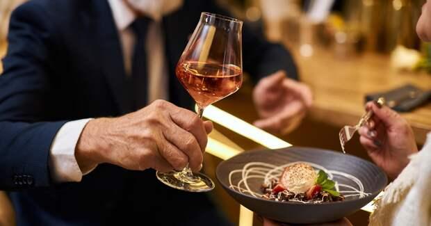 Все меньше россиян экономят на ресторанах