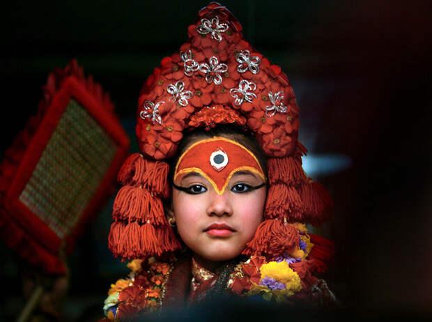 Бывшая богиня: как живут те, кто перестал быть королевской Кумари вНепале