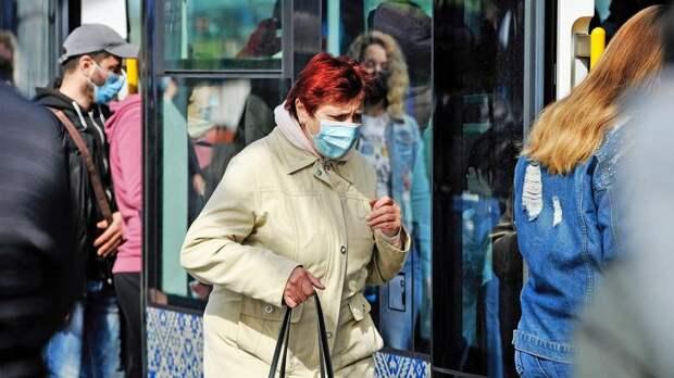 За сутки в Петербурге выявили более 900 новых случаев коронавируса