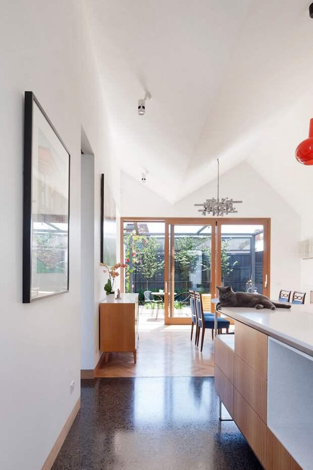 Большой дом из небольших домиков в Австралии