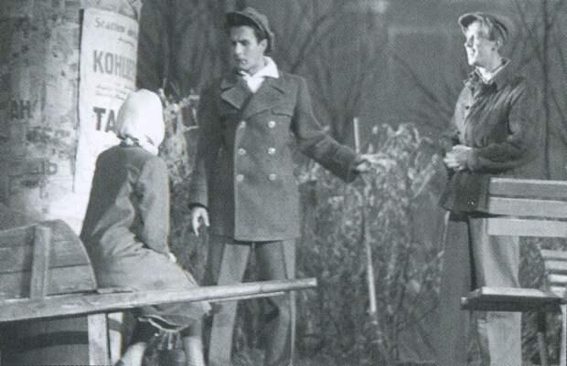 """Владимир Зельдин в спектакле """"Первый гром"""". 1947 год."""
