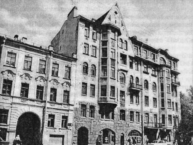 Петербуржцы узнают, зачем петербургские парадные такие красивые, на примере Дома Алексеева