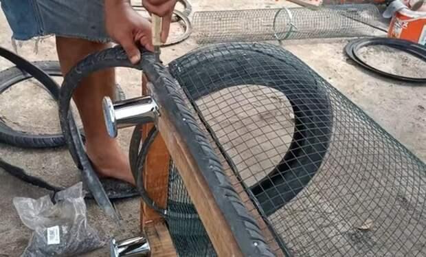 Муж взял старые покрышки и сделал из них курятник. Теперь все село ходит к нам на экскурсию