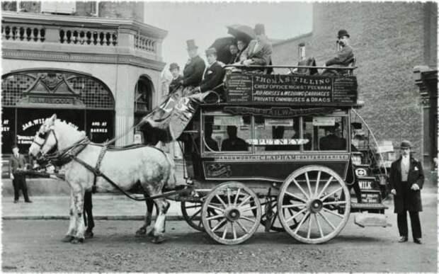 Сначала автобусы были такими. /Фото: kipmu.ru.