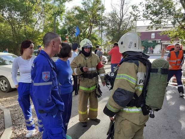Из-за взрыва в севастопольском поселке пострадали люди