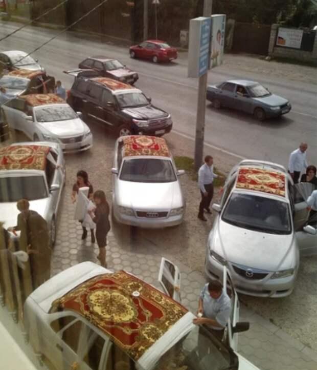 Зачем на Кавказе крыши свадебных лимузинов сверху украшают коврами