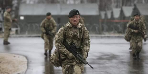 Драку с участием британских военных в Риге объяснили российским заговором