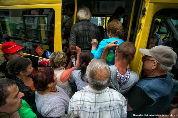 Ситуация в автобусе, кто прав?