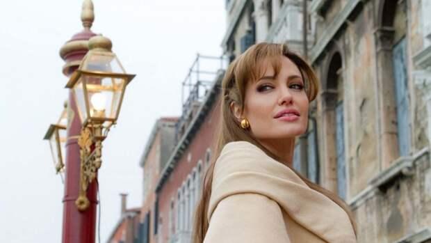 Джоли призналась в отсутствии любовников после разрыва с Питтом