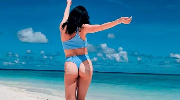 «Какая вы хулиганка». Туктамышева выложила пикантное фото с пляжа и очаровала подписчиков
