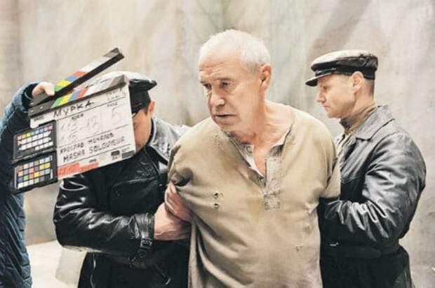 Сергей Гармаш на съемках сериала *Мурка*, 2015 | Фото: kino-teatr.ru