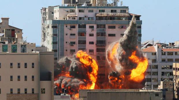 Армия Израиля нанесла удары по офисам и домам членов ХАМАС