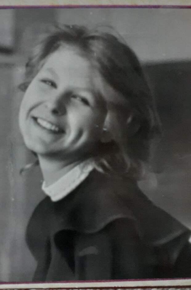 Школьница, 1989 г. Ямочки - огонь. Фото: автора.