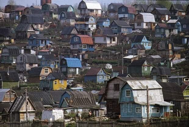Люди начали строить на участках дома для сдачи в аренду / Фото: Twitter
