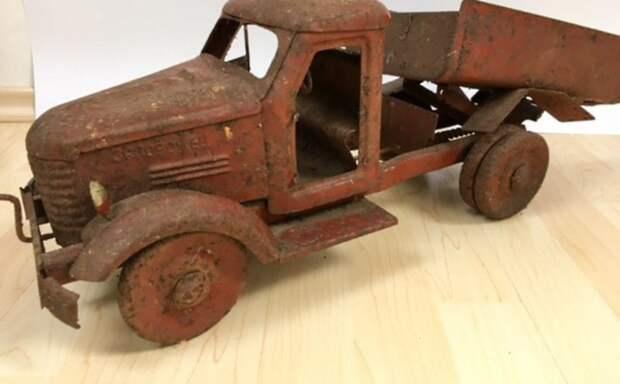 Почему антиквары устроили настоящую охоту за старыми игрушками?