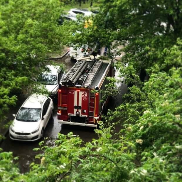 В доме на Алтуфьевском шоссе жители самостоятельно потушили пожар на балконе