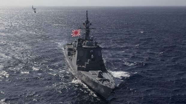 """Центр Владивостока украсили к 9 Мая флагами """"ВМС Японии"""""""