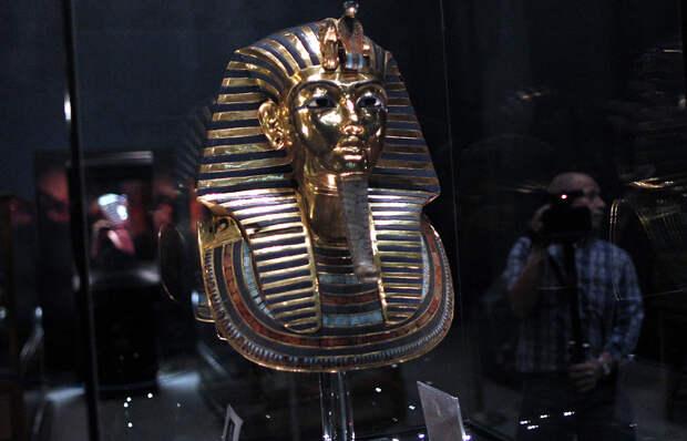 Тутанхамон погиб в результате падения с древнего велосипеда