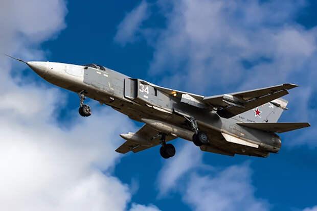 Российские Су-24 нанесли удар по террористам в Сирии