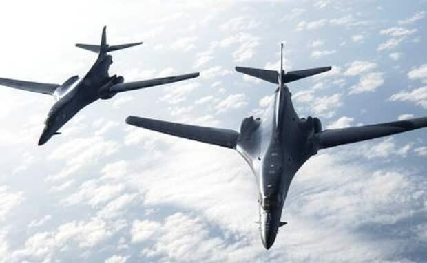 На фото: стратегические бомбардировщики B1-B Lancer ВВС США