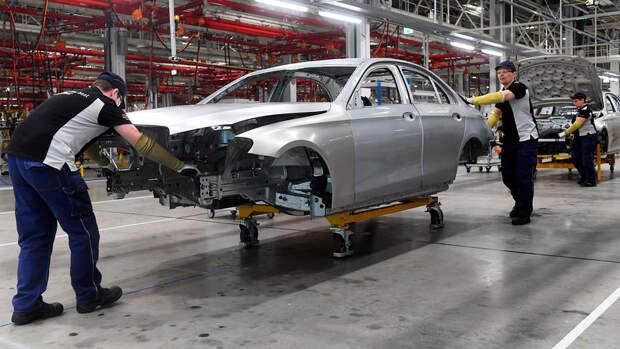 В России зафиксирован дефицит машин с дорогой мультимедиа и пневмоподвеской