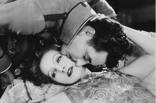 Грета Гарбо в роли Анны Карениной в фильме *Любовь*, 1927 | Фото: 7days.ru
