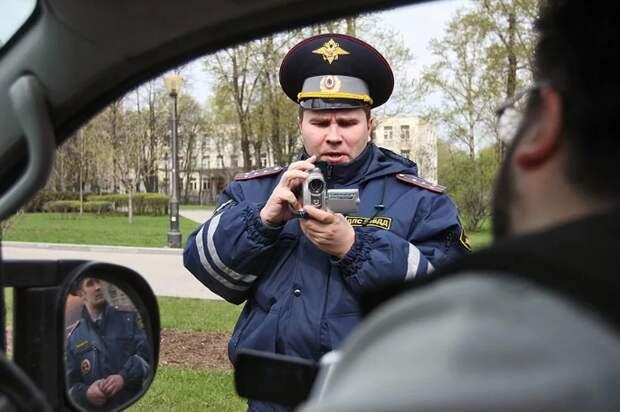 Инспектор ГАИ требует отдать карту памяти с видеорегистратора: всё, что нужно знать водителю