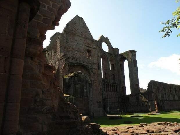 Развалины Арбротского аббатства.