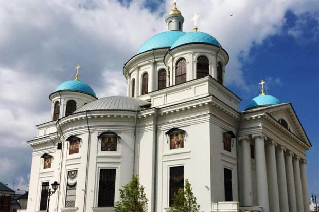 Патриарх Кирилл освятил возрождённый собор Казанской иконы Божией Матери
