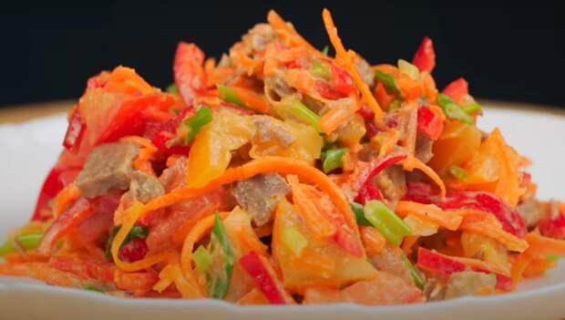 Яркий салат с говядиной и овощами