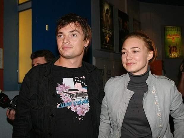 Как менялась прекрасная Оксана Акиньшина с течением времени.