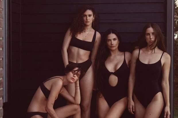 58-летняя Дэми Мур с дочерьми для Andie Swim.