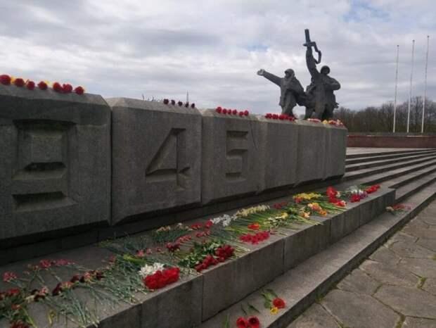 Латышские националисты обвинили сограждан в желании возродить СССР