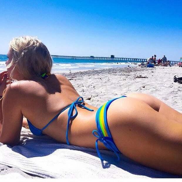 Красивые девушки на пляже