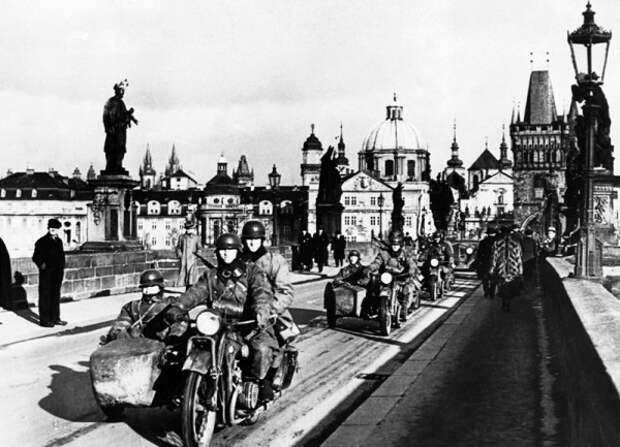 Прага в 1938 году и Прага в 1968 году.