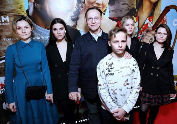Попаданец в крепостничестве: Иван Охлобыстин, Мария Миронова и Саша Бортич