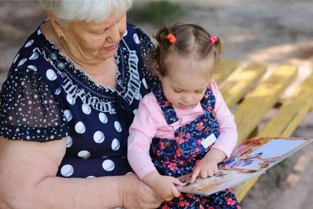 Приехала к внучке в другой город, а бывшая невестка даже не предложила зайти в дом