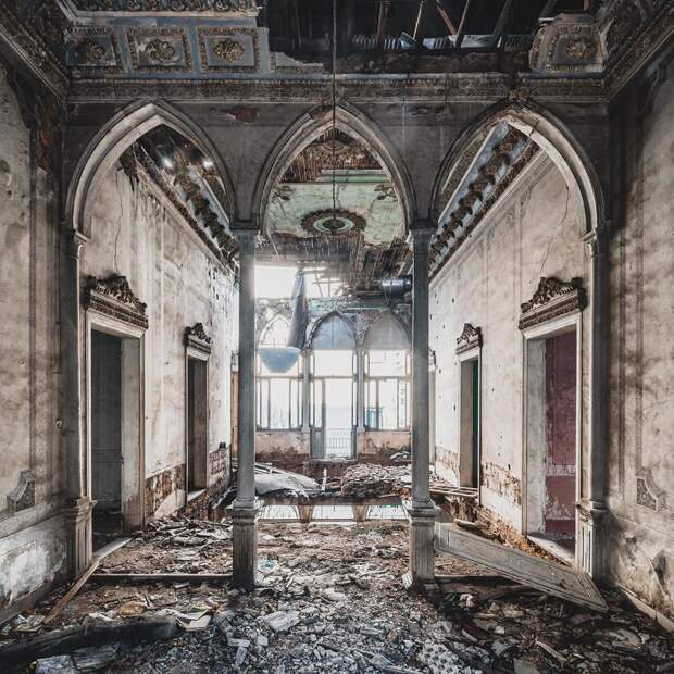 Непередаваемое очарование покинутых мест на чудо-снимках Саймона Йонга