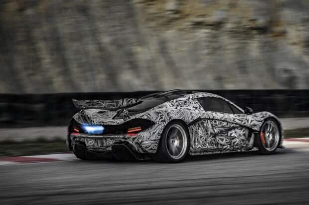 Фотографии с McLaren P1 в черно-белом камуфляже можно смело выставлять в Третьяковской галерее – настолько он потрясающе выглядит. испытания, прототип