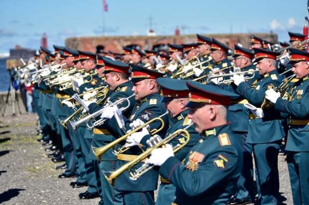 Фоторепортаж о главном военно-морском параде России в Кронштадте