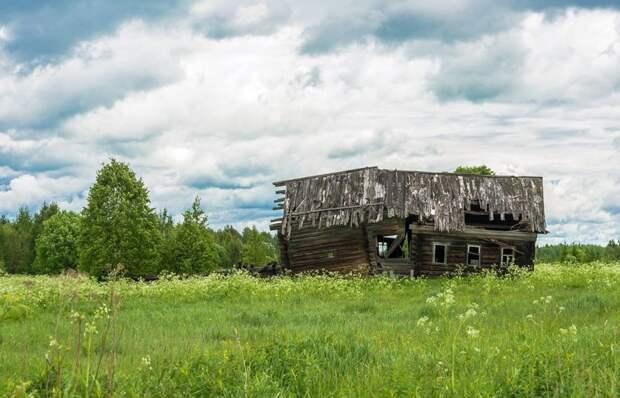 Ветхий дом в Костромской области, В. Смирнов заброшенные здания, маяк, просторы, россия, церкви